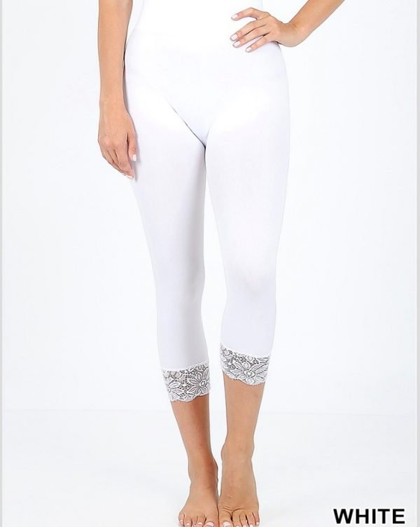 SEAMLESS CAPRI LEGGINGS WITH LACE DETAIL BOTTOM